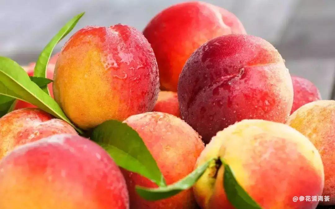 刚摘的水蜜桃